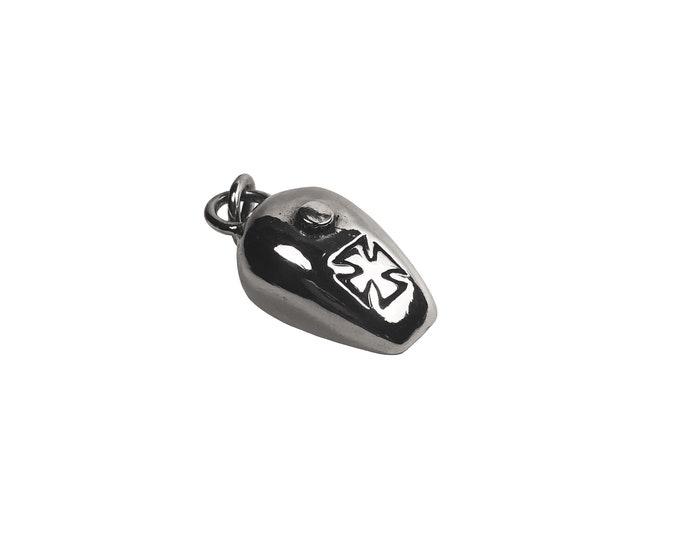 Iorn Cross Wassel Tank pendant