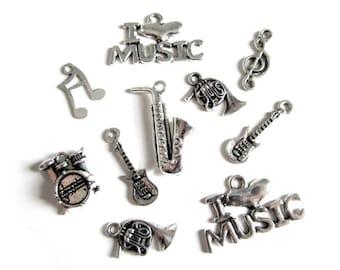 10 breloque instrument de musique en métal argenté   (lot N2 )