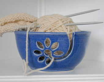 handmade yarn bowl with daisy motif, crochet bowl,  pottery wool bowl, ceramic yarn bowl, knitter's bowl, unique yarn bowl, gift for knitter