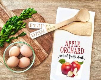 Apple Flour Sack Tea towels - Red tea towel - Fall tea towel - farmhouse style - Farmhouse decor - Kitchen Decor