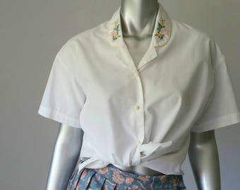 80s Vintage White Poplin Blouse | Short Sleeve Blouse | Embroidery Blouse | Rose Buttons |