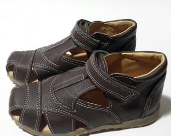 Closed toe sandals for boys