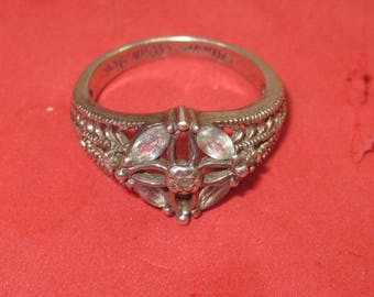 k-40  Beautiful Vintage Ring sterling  silver size 8
