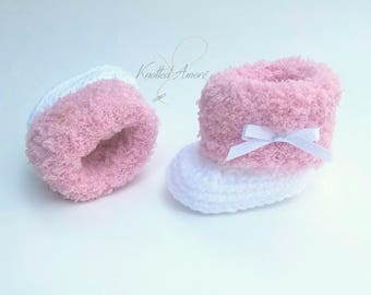Crochet baby booties, baby shoes, ugg baby boots, uggs, pink, fur boots, gift for baby, new baby, baby shower, fur baby shoes, uggs