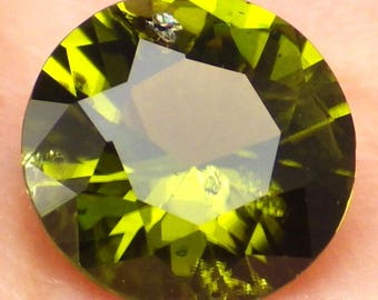 Peridot / Olivine-Arizona 2.56 Ct Clarity SI2/P1-Calibrated-Natural Apple/Olive Green Color-Precision Faceting!