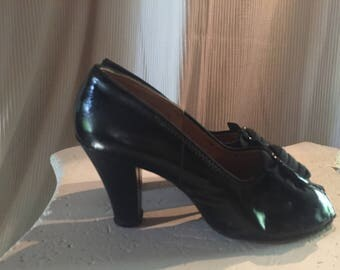 1940's Black Patent Leather Pumps Block Heel - Size 6.5- Vintage DUCHESS