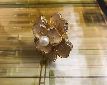 Costume jewelry flower enameled ring, size 7.5