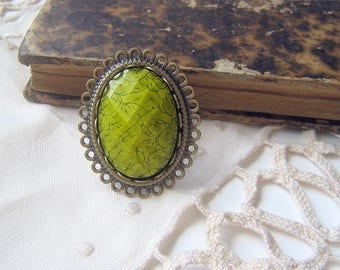 Vintage green resin cabochon ring