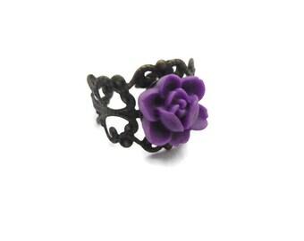 Bague support filigrané et fleur résine violet