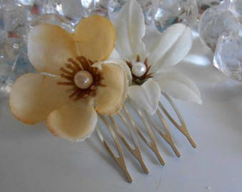 Garden flower white and cream wedding hair comb