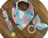 Baby gift set / Baby shower gift / New born baby gift box / Organic cotton bibs / Fabric dummy clip / Soother holder / Wood grasp ring