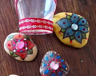 Pebble flowers with Rhinestones and a small plastic cup