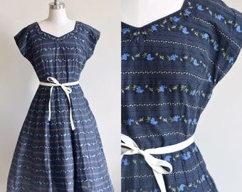 1950s Dress / Navy Floral Gardland Dress/ Vintage 50s Blue and Ivory Floral Novelty Print Dress / Medium Large M/L
