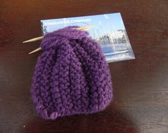 1 mini tricot violet mesurant 7 cm pour maison de poupée