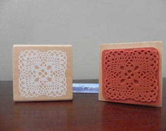 A pad 45 mm x 45 mm patterned doily lace