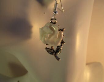 Dainty vintage style earrings with white rose, rose earrings, flower jewellery, origami earrings, girl's earrings, victorian style, origami