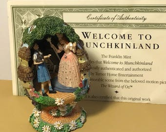 WIZARD OF OZ vintage Franklin mint egg figurine Welcome to Munchkinland coa Glinda good witch Dorothy toto Tesori porcelain statue sculpture