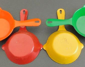 4 Vintage Enamel Coated Cast Iron Skillet Ashtray Set, Nesting Miniature Cigarette Holder, Frying Pan, Red, Orange, Yellow, Green, Enameled,