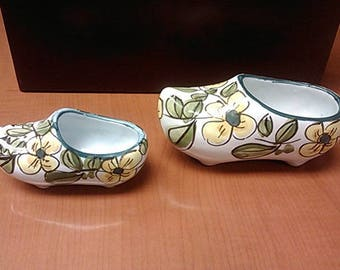 Set of 2 porcelain shoes in a green and yellow pattern with no markings