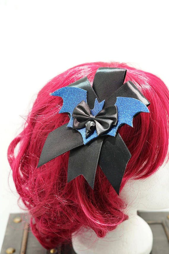 Gothic raven blue bat black bow hairpin brooch / bat black loop with resin r Schaedelchen hair clip and brooch