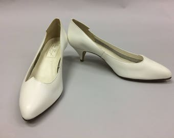 1980's Size 9 White Leather Kitten Heels Shoes by Cara Leigh Made in Brazil | Pointed Toe