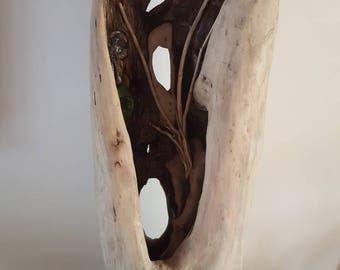 Sculpture lumineuse naturelle de bois flotté provenant de la mer diffusant une variation de couleur
