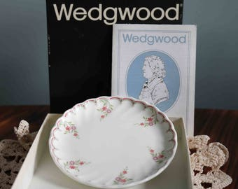 Lovely Boxed Wedgwood Plate  Excellent condition