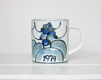 Royal Copenhagen - Annual Mug, Large - 1974 - Limited Edition - Fajance - Ellen Malmer - Danish Design