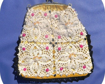 Pocket with metal clasp. Velvet lace