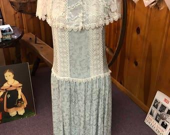 REduced!! Vintage Misses Size 4-6, 100% Silk Damask Weave Jessica McClintock Lace Trimmed Dress