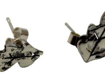 Reticulated silver oak leaf studs