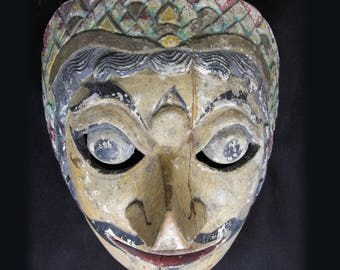 S A L E *** Old repaired MASK of KLONO from Java, used in the 1900's for the wayang TOPENG and dance theatre. Carved in Wood and handpainted