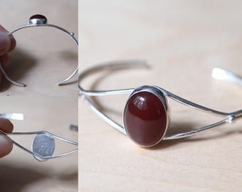 Adjustable bracelet in 925 Silver with red stone