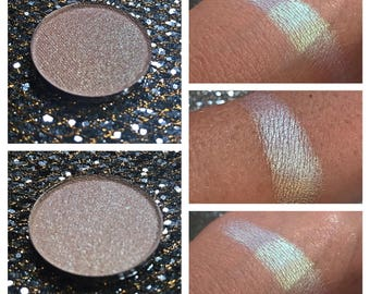 ATOMIC RAIN - Pressed Eyeshadow/ Highlight Pigmnet - Chameleon color shifting Green to Blue / Purple
