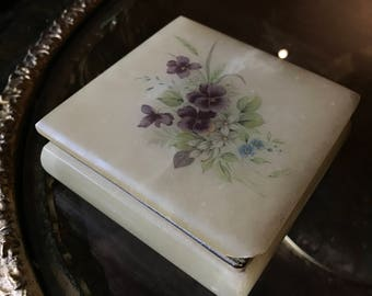 Abaster trinket box with flowers