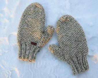 Hand Knit Creme/Hint of Green Mittens