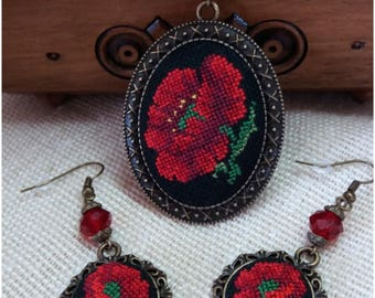 """Embroidered pendant and earrings """"Poppies """""""