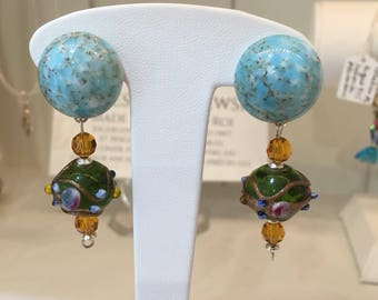 Blue and green earrings Stud has blue and green