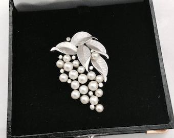 1960's Trifari Pearl Brooch