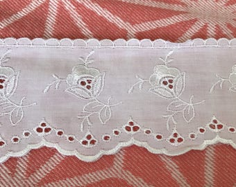 eyelet lace 8 cm in width, color white