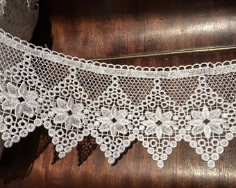 11 cm wide white guipure lace quality