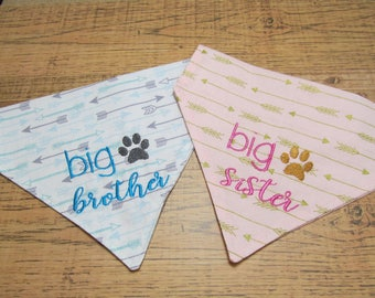 Big brother or big sister pregnancy announcement arrow fabric on both reversible dog bandana/Pregnancy surprise announcement/Dog scarf