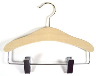 Hanger wooden dish with clips to decorate child