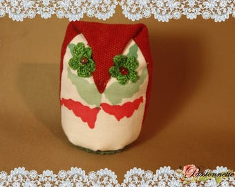 Little OWL fabric in green and red colors