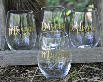 Set of 7 / Personalized Wine Glasses / Bachelorette Party / Bridal Party Wine Glasses / Wine Glass / Bridesmaid Gift / Wedding Wine Glasses