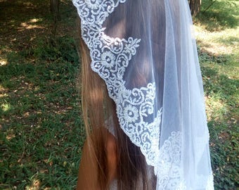 White Mantilla Communion Veil with beaded, First Communion Veil, Holy communion, Little girls veil, First communion
