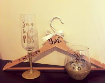 Bridal Bunedle | Wedding Dress Hanger| Wedding Gift Idea | champagne flute | Pretty Little Pressies | wedding planning | Bride