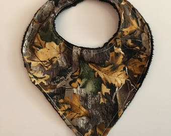 Brown hunting print bib