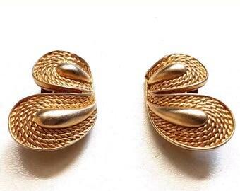 Vintage Oscar De La Renta Designer Gold Tone Clip On Earrings