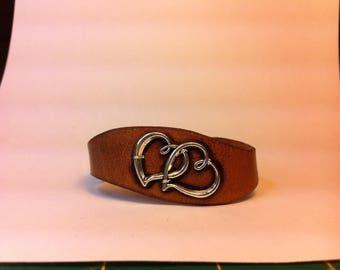 Leather woman crossed hearts bracelet